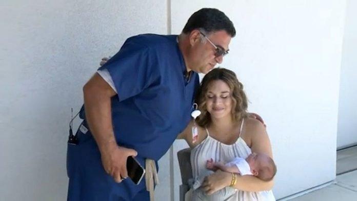 """Az orvos fél lábon segítette világra a kisbabát, miután autóbalesetet szenvedett: """"Tele volt az arca üvegszilánkokkal"""""""