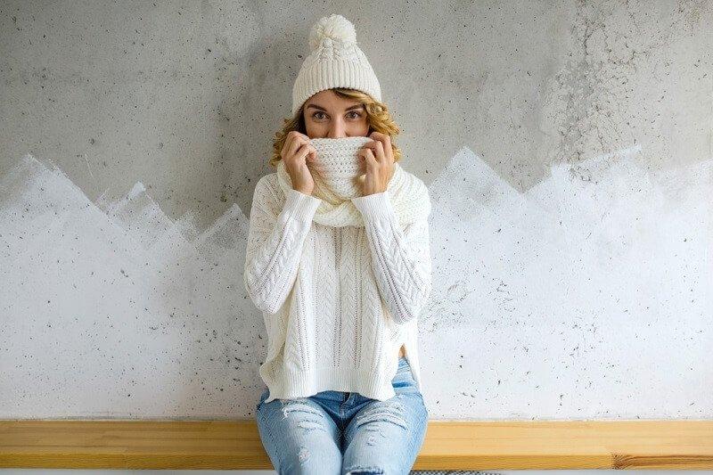 Meleg téli kiegészítők a divatos nő számára - tekintsük át a trendeket